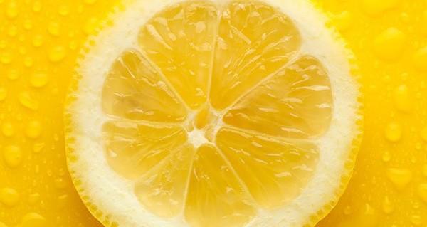 L'aluminium dans les déodorants peut causer le cancer du sein : voici comment utiliser le citron pour éliminer les odeurs indésirables
