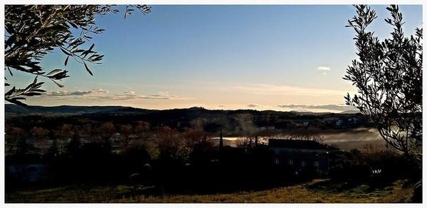 Vue vers le sud depuis les hauteurs de Vézénobres, le temps est magnifique et doux pour une fin décembre