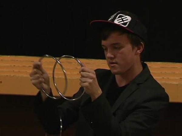Slide, un talentueux magicien âgé de 16 ans