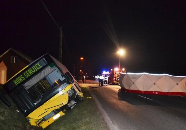 Une voiture se jette contre un bus: l'automobiliste tué sur le coup