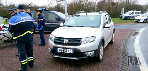 Normandie : la voiture qui flashe dans les deux sens est sur les routes