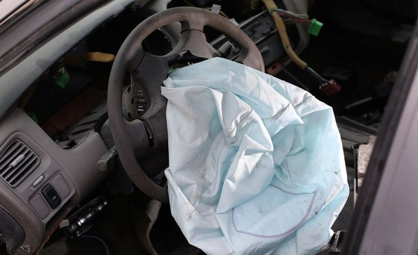China yrges GM, Mercedes and VW to recall cars with Takata airbags