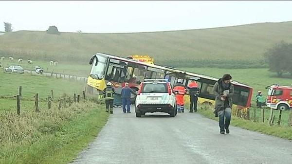 La Roche. Deux blessés dans un accident de bus (08-10-2014) - TV Lux