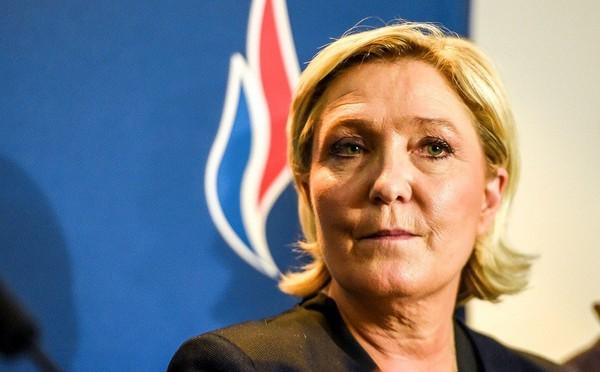 Mayotte: Marine Le Pen appelle à voter pour le candidat LR