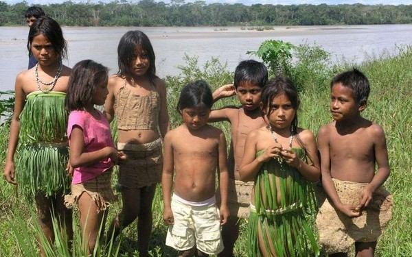 Un vide-greniers pour les Indiens d'Amazonie