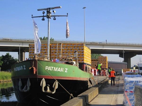 Revue Fluvial Logistique Des brasseurs belges testent le transport fluvial entre Louvain et Jupille