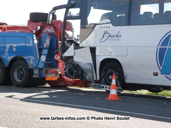 Lanne : bus contre voiture, 5 blessés - [ Site d'informations en ligne, sur Tarbes et le Grand Tarbes]
