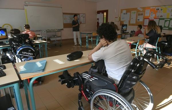 Baisse descontratsaidés: L'Unapei inquiète pour les élèves handicapés