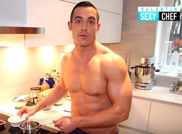 Le chef cuisinier toulousain Valentin Néraudeau devient le premier youtubeur français à cuisiner (presque) nu