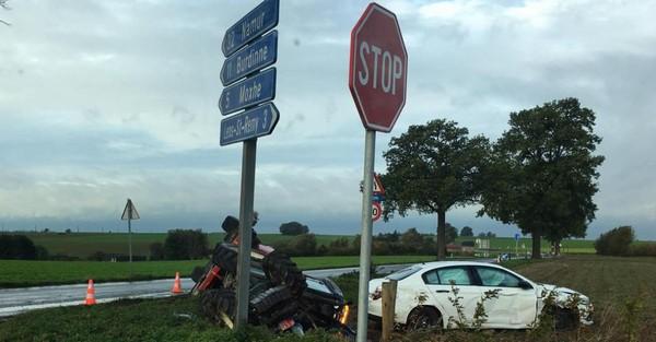 Braives: accident entre une voiture et un tracteur