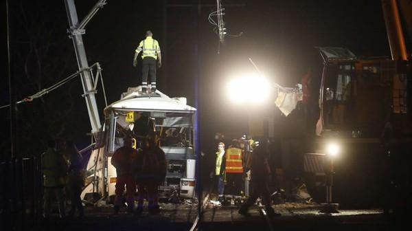 Collision entre un bus et un train en France: le bilan s'alourdit, 5 morts