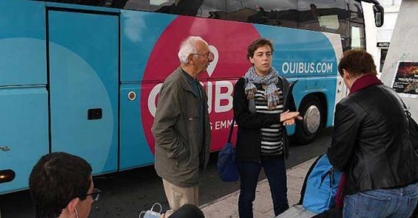 En France, un chauffeur abandonne son autocar et ses passagers en plein milieu de la route