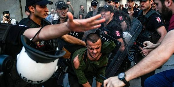 Turquie : la police fait usage de balles en caoutchouc pour disperser la Gay Pride