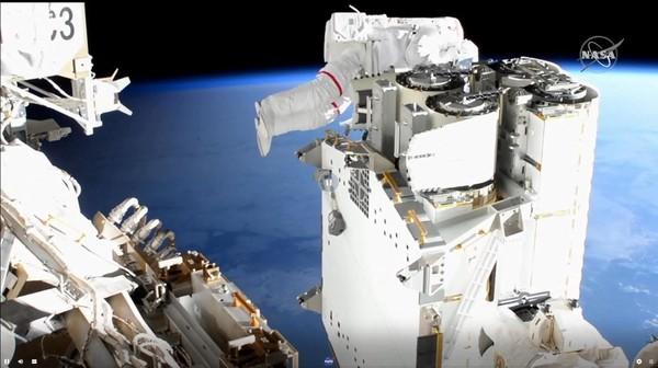 Espace : mission partiellement accomplie pour Thomas Pesquet après sa sortie hors de l'ISS