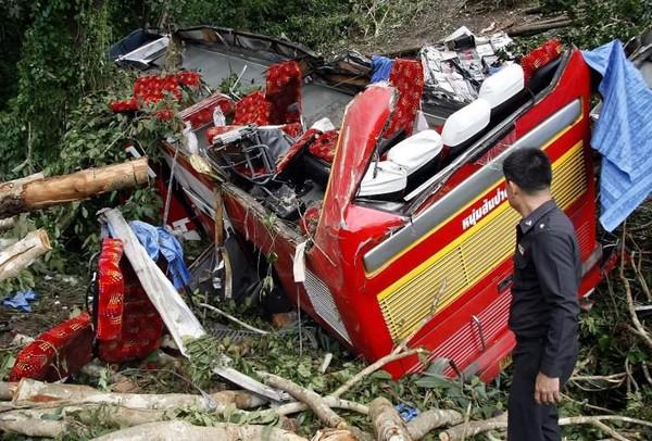 Thaïlande: au moins 27 morts dans un accident d'autocar