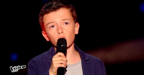 Lisandru donne le coup d'envoi de The Voice Kids avec « Un Jour au Mauvais Endroit » de Calogero