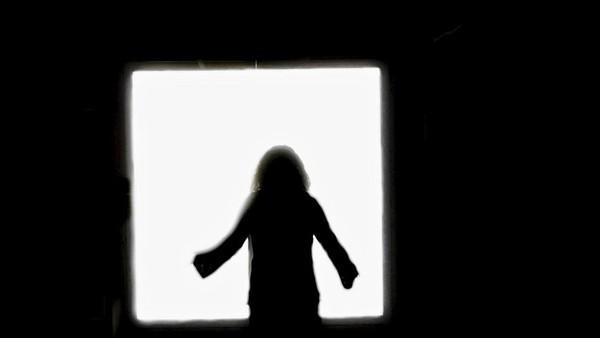 [VIDEO] Tunnel, lumière blanche, rencontre avec les défunts : aux frontières de la mort, ils racontent