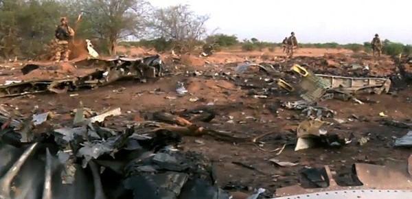 Un avion désintégré et aucun survivant : accident ou attentat ?