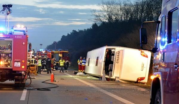 Un bus touristique de Pologne s'est renversé en Allemagne