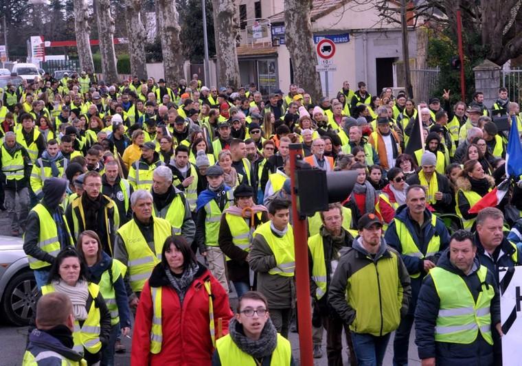 Sondage : les Français soutiennent de moins en moins les Gilets jaunes